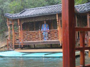 Be charmed by male singer along Baofeng Lake, Zhangjiajie